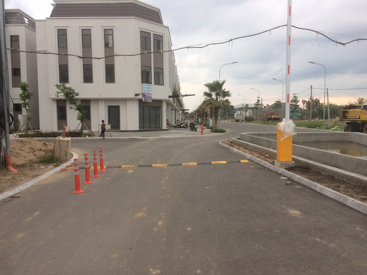 Lắp đặt cổng barie điện tại Long An 1