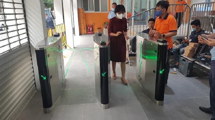 Cổng flap barrier tự động MAG