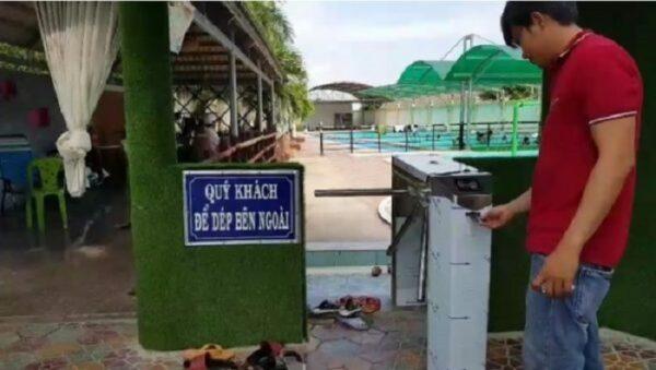 Cổng soát vé tự động hồ bơi