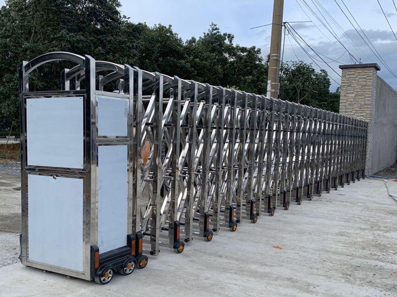 8 mẫu cổng xếp inox tự động