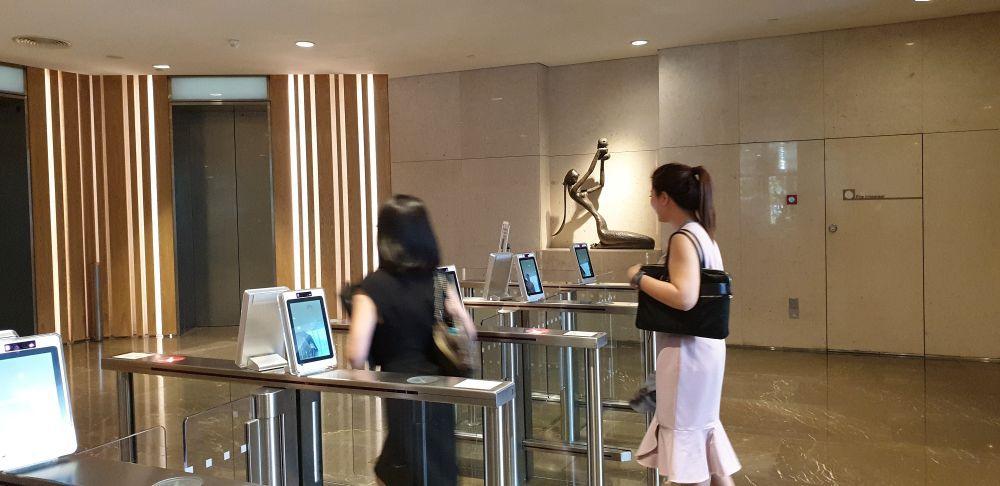 Hệ thống an ninh bằng máy nhận diện khuôn mặt